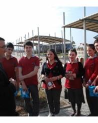 Arslan'dan öğrencilere karne hediyesi