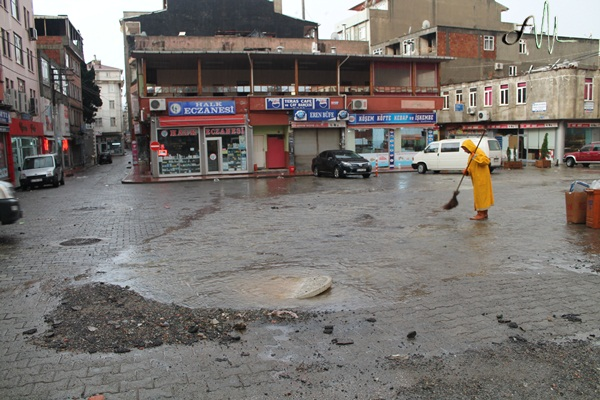 Aşırı yağan yağmur sonucu Of'un hali!