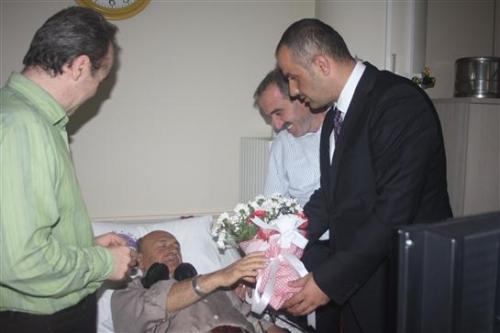Saral'dan yeni diyaliz merkezindeki hastalara ziyaret