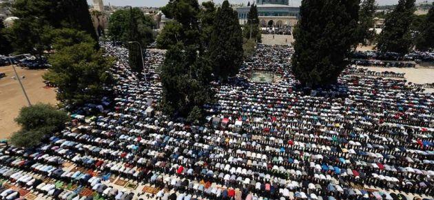 250 bin Müslüman Mescid-i Aksa'da kıyama durdu