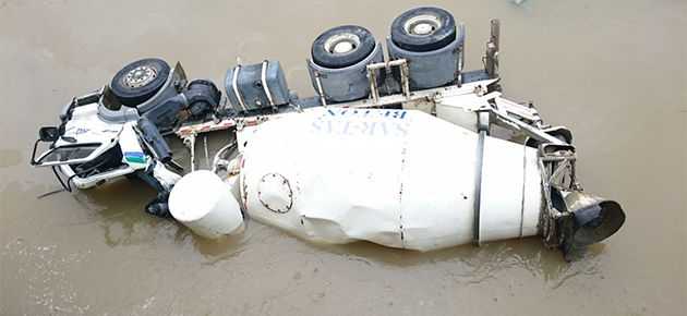 Beton Kamyonu Kaza Yaptı