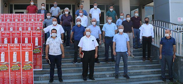 Cevahiroğlu Center'dan okullara dezenfektan yardımı