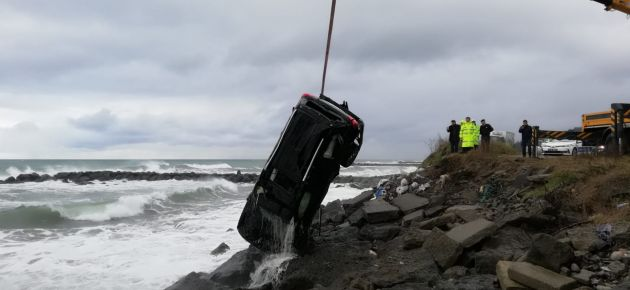 Eskipazar'da araç denize uçtu!