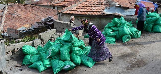 Fakirlere dağıtılacak kömürleri...
