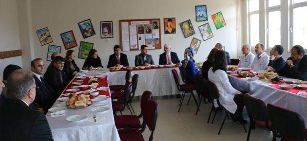 Fırat, Öğretmenleri ile Kahvaltıda Buluştu