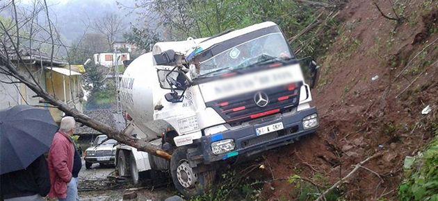 Hazır Beton Aracı Kaza Yaptı