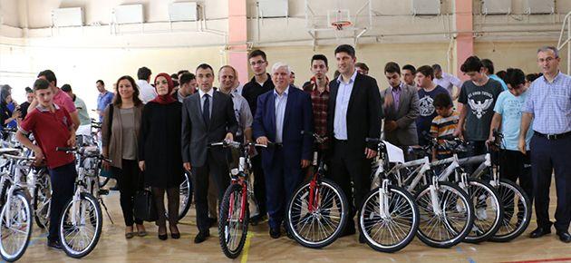 Öğrenciler sağlıkları için bisiklet sürecek