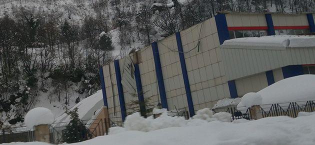 Spor Salonunun Çatısı Çöktü!