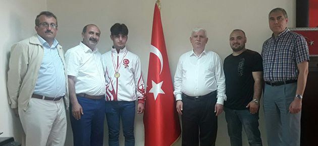 Türkiye şampiyonuna altın ödülü