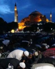 Ayasofya'da binlerce kişi sabah namazında buluştu